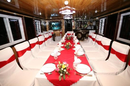 Restaurant - Dragon Pearl Cruise