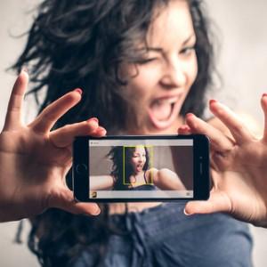تطبيق selfiex للتصوير السيلفى عبر الكاميرا الخلفيه للايفون والايباد