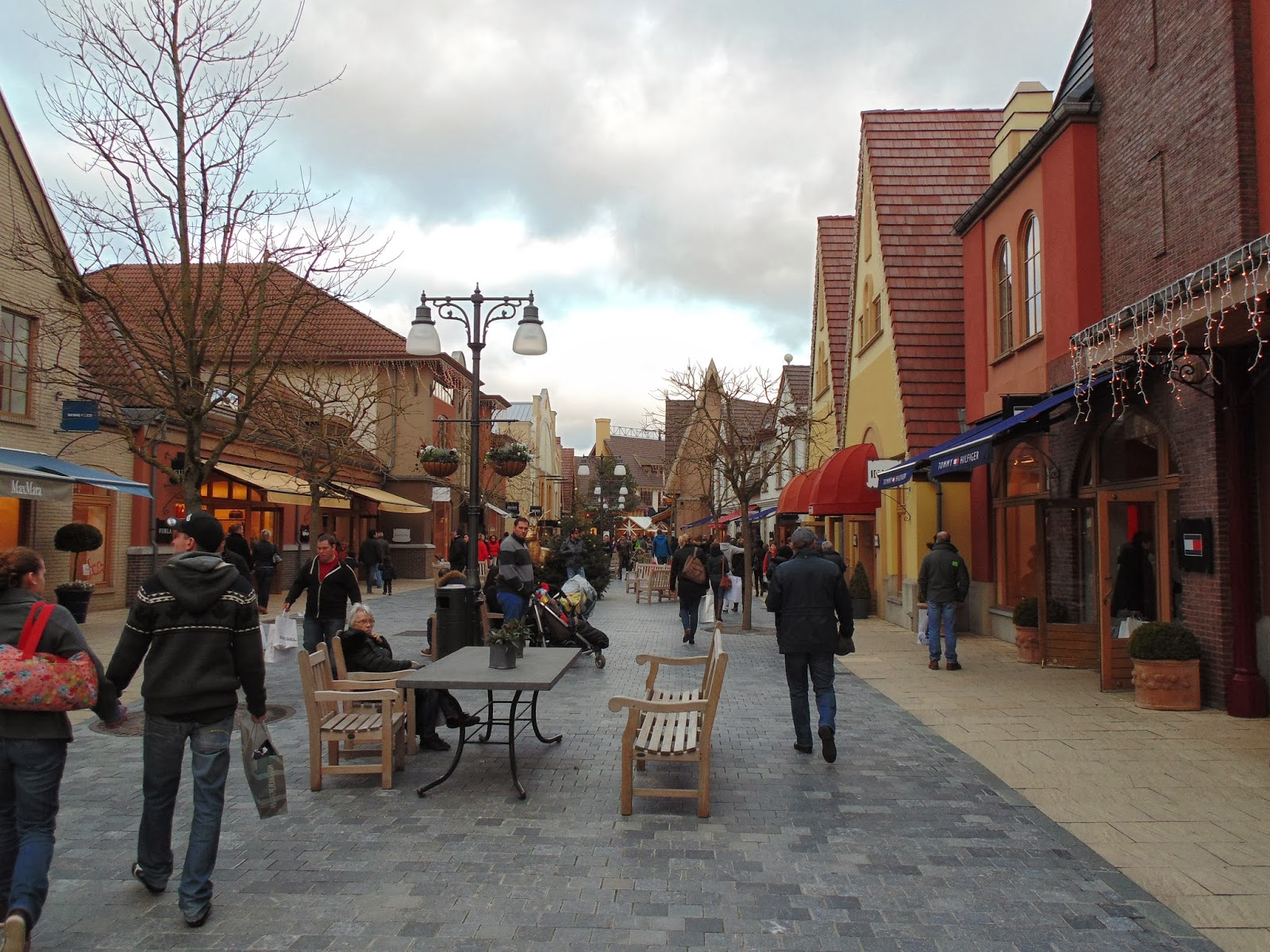 Browse 3 Outlet Malls and Outlets in Belgium: mall location & driving directions, amenities, working hours.