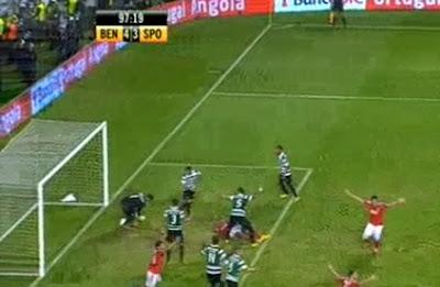 Golo caricato de Luisão no Benfica Sporting