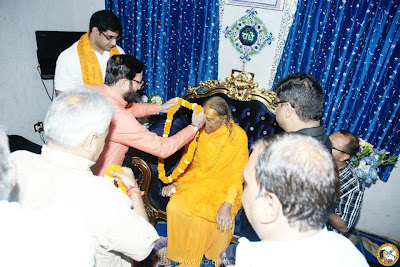 Kripaluji Maharaj receives good wishes from Prakash Javadekar