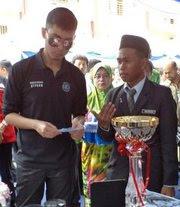 Pegawai Daerah Kulaijaya, Tuan Kamarudin Abdullah mengucapkan jutaan