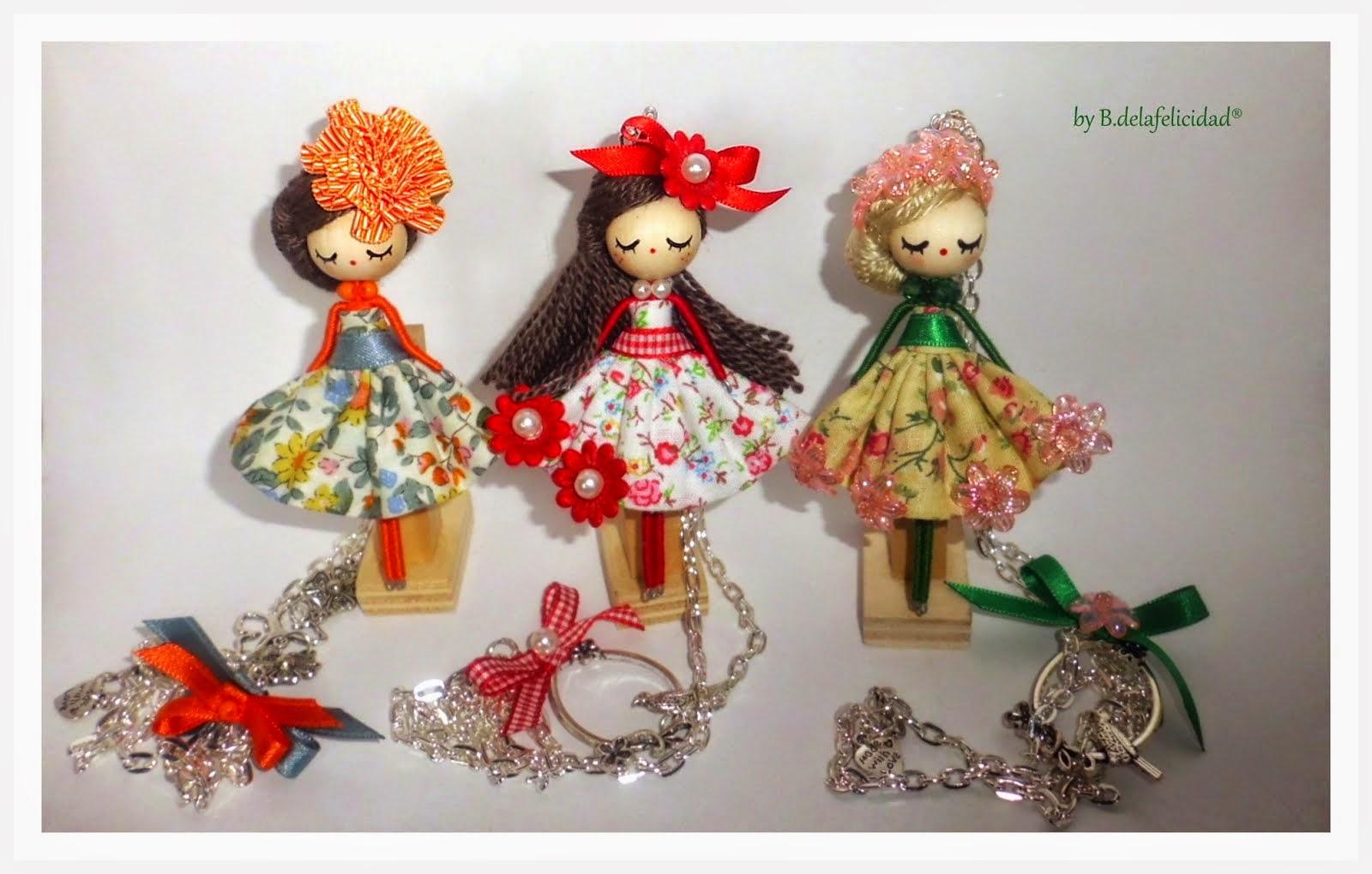 Doll necklace/Collar de muñeca