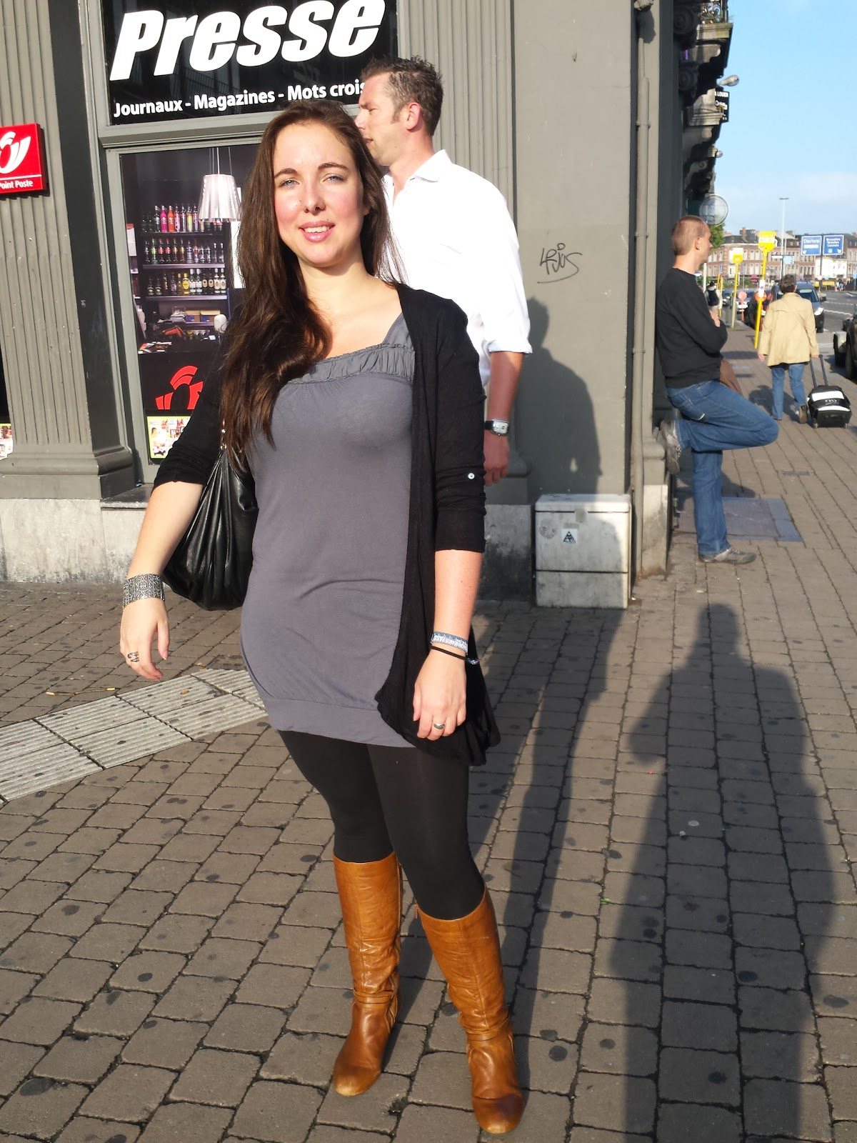 Low Street Fashion: Dress/Tunic with leggings and boots - Robe/Tunique avec legging et bottes