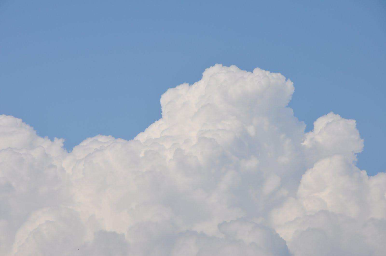 http://2.bp.blogspot.com/-77qE_qI21ck/Tde8zn4f3cI/AAAAAAAABZ0/zJL-k3m0ED8/s1600/Ciel+bleu+avec+nuages+3.JPG
