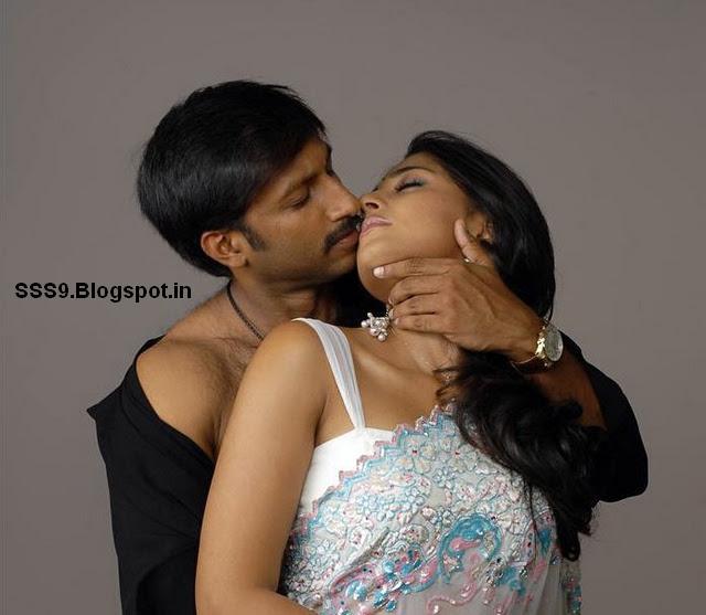 Anushka Shetty Hot Navel Kiss