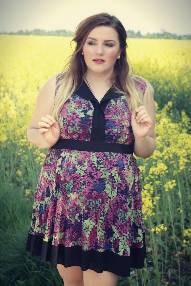 Curvy Dress by Lovedrobe