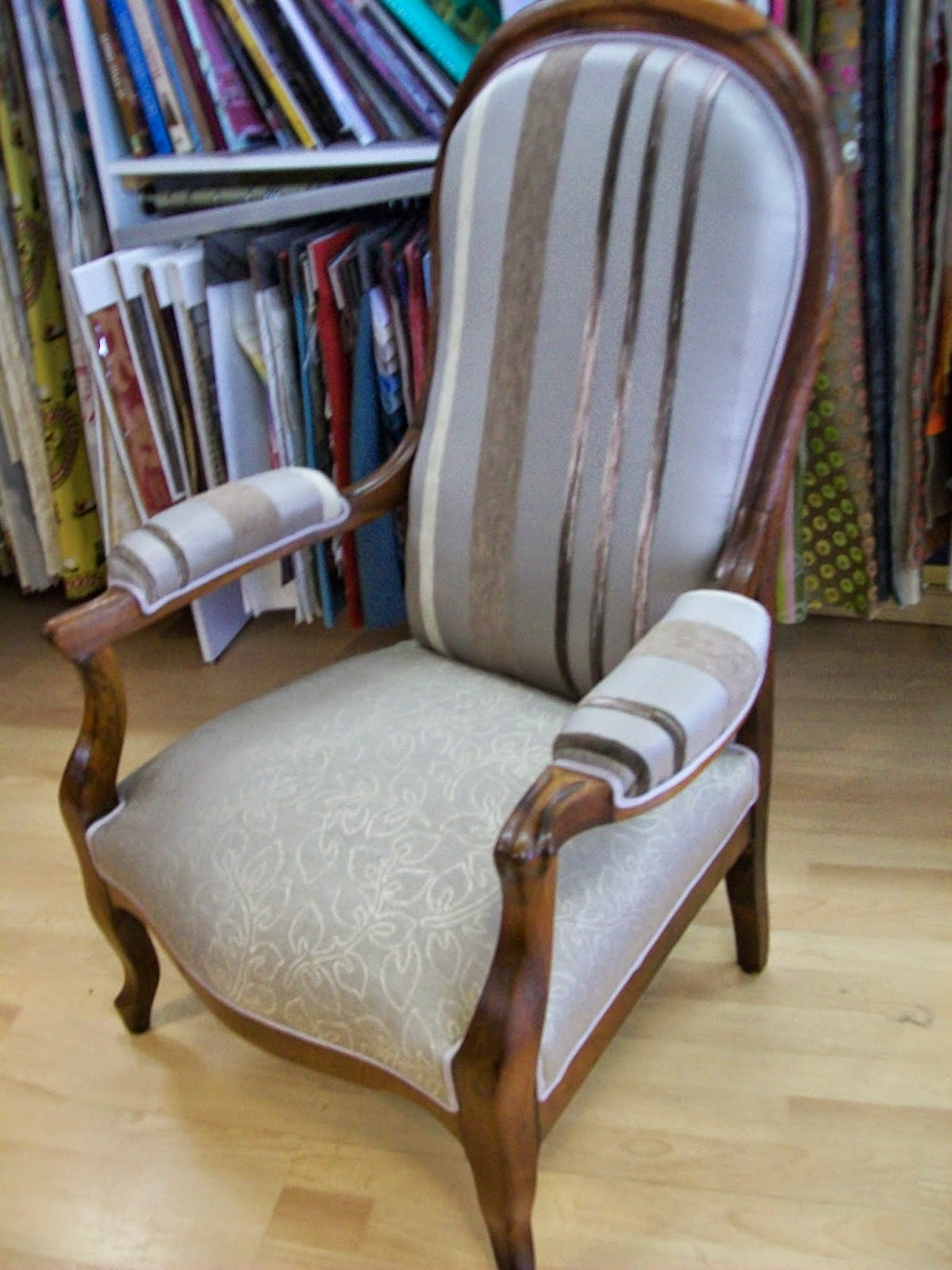 L 39 fauteuil voltaire for Chaise voltaire