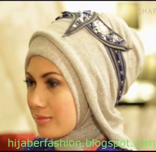 Cara Memakai Jilbab Glitter untuk Pesta