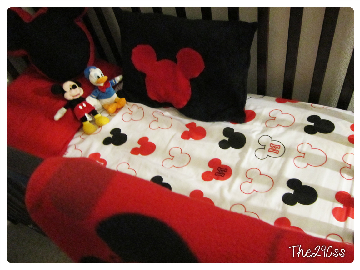 Elegant Crib Sheets from a Twin Set Mickey Mouse Themed