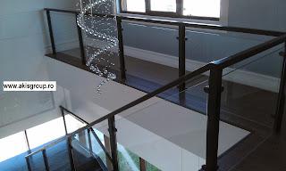 gel nder aus schmiedeeisen holz glas gel nder. Black Bedroom Furniture Sets. Home Design Ideas