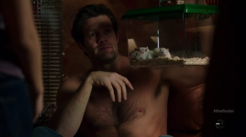 Geoff Stults shirtless in The Finder s1e11