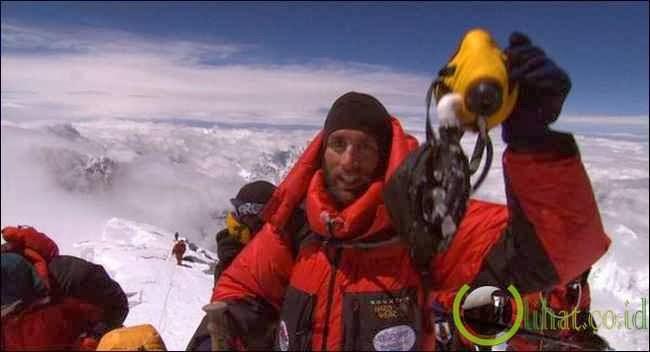 Erik Weihenmayer, Tuna Netra Penakluk Puncak Everest