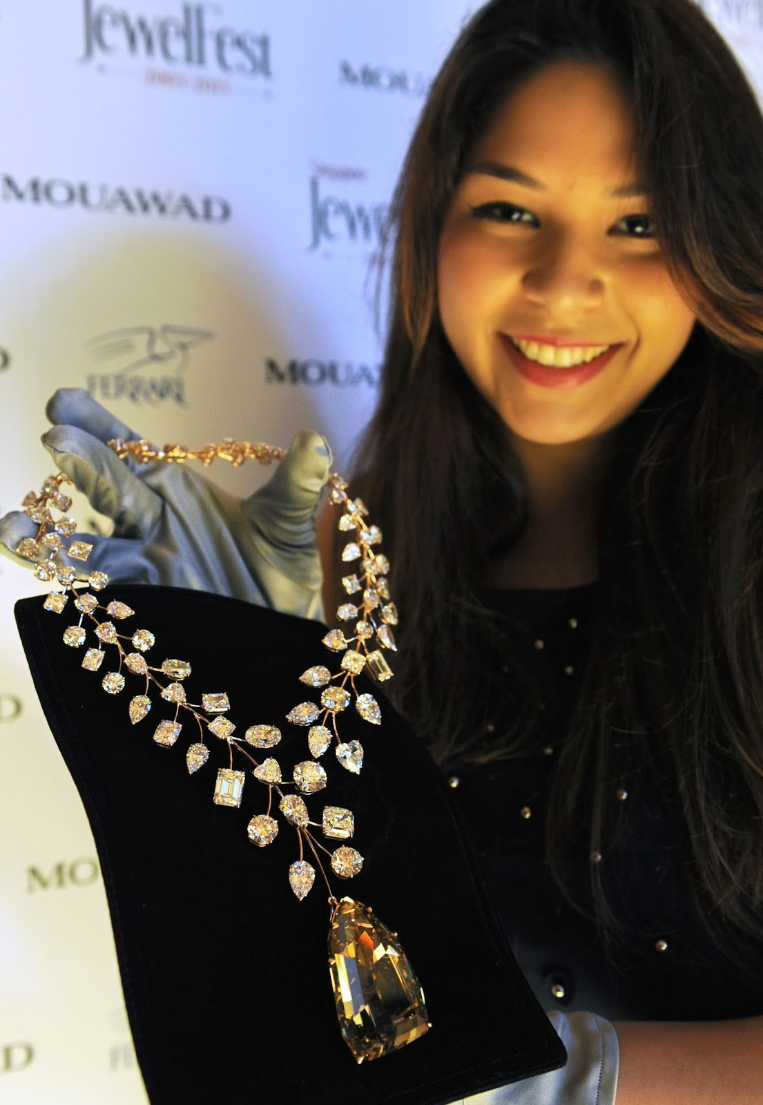 Carat, Diamond, Dubai, Flawless, Golden Giant, Guinness World Record, Jewellery, Million, Most Valuable Necklace, Mouawad, Singapore, USD, Business, Economy,