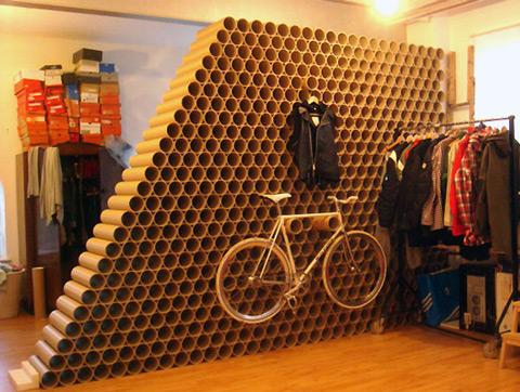 simples tubos de cartn colocados adecuadamente pueden conseguir crear espacios impresionantesreciclar con imaginacin para revestir paredes - Revestir Paredes