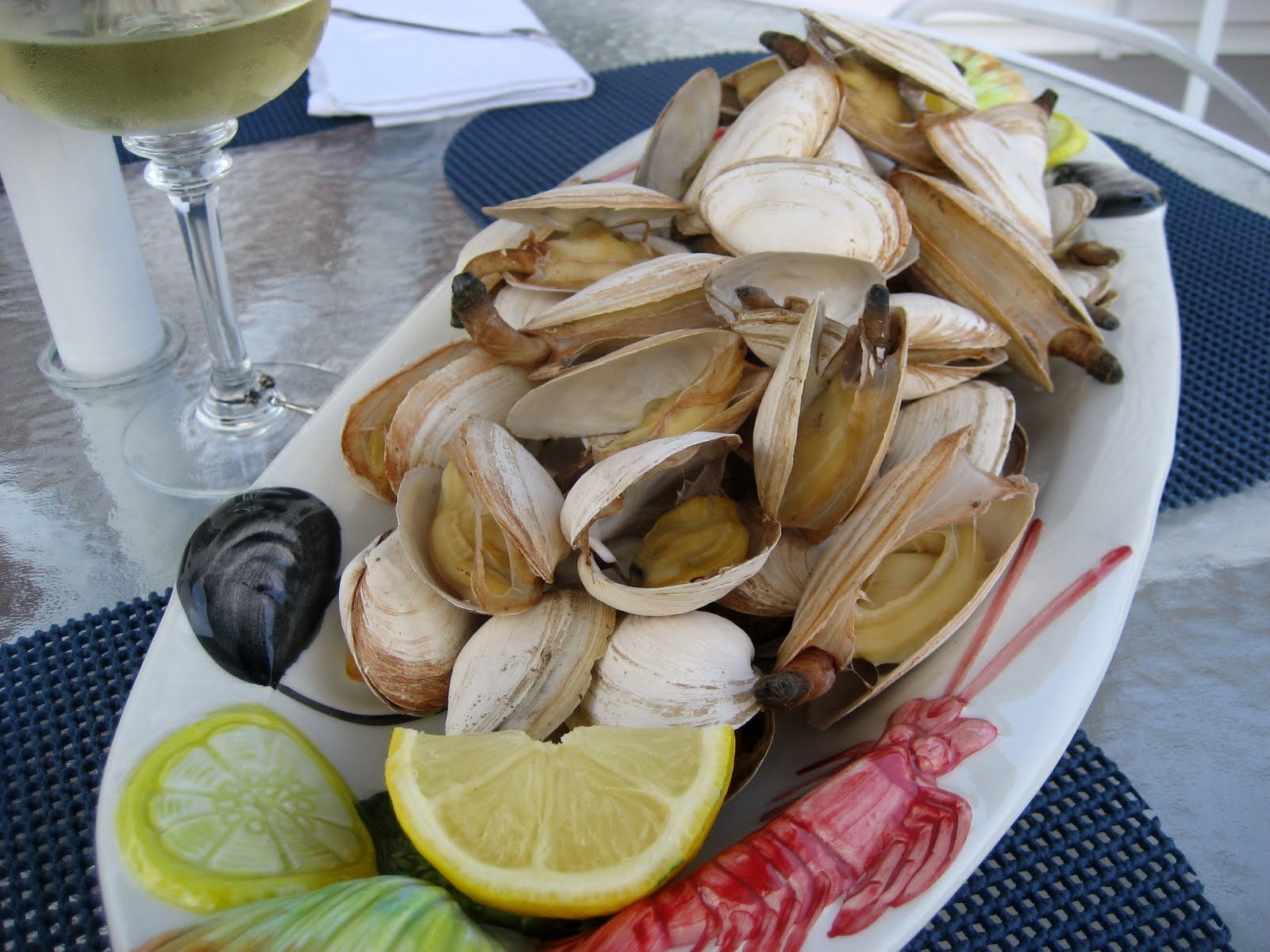 Everything Tasty from My Kitchen: Steamed Clams with Beer