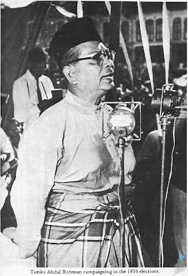Tunku Abdul Rahman campaigning in the 1955 elections.