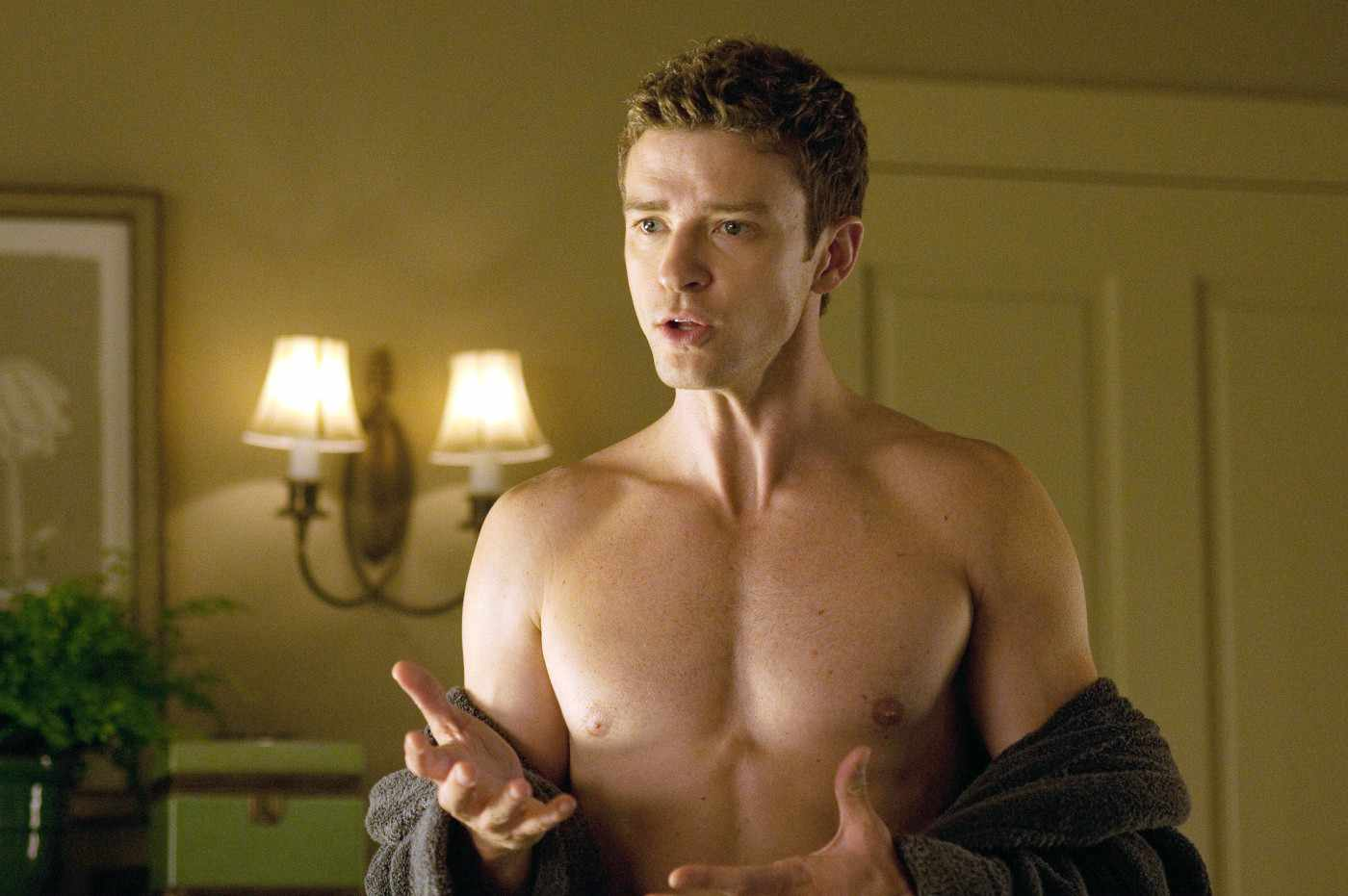 http://2.bp.blogspot.com/-79sXp7hVoxo/TmiHyTnkBGI/AAAAAAAAEGk/bZGtP3vivpA/s1600/justin+timberlake+shirtless+at+friends+with+benefits+movie.jpg