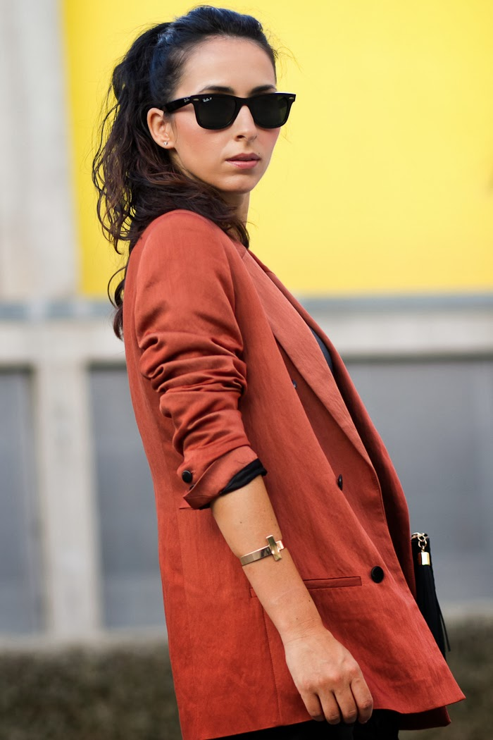 Look with Double Breasted blazer with cross bracelet