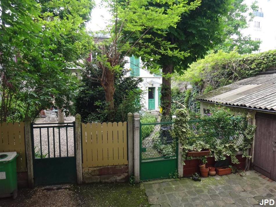 Paris bise art jardin secret rue pelleport for Jardin secret paris