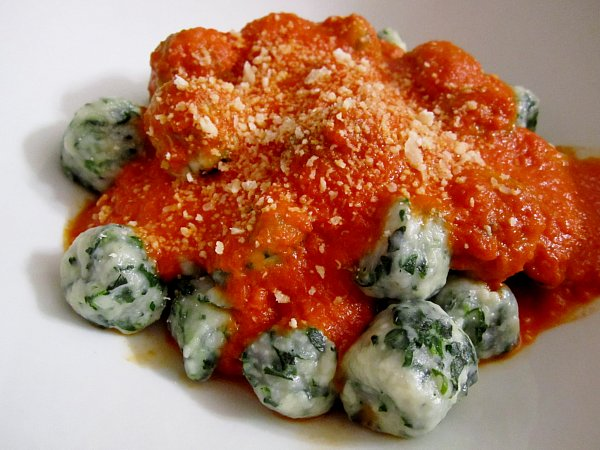 Mission: Food: Spinach and Ricotta Gnudi with Tomato-Butter Sauce