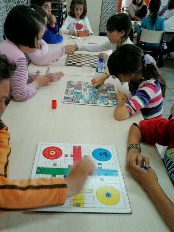 Colegio p blico pintor sorolla elda juegos de mesa en for Mesas comedor colegio