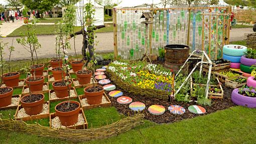 In en om die huis tuin idees vir wind en weer en nog meer for Klein tuin uitleg