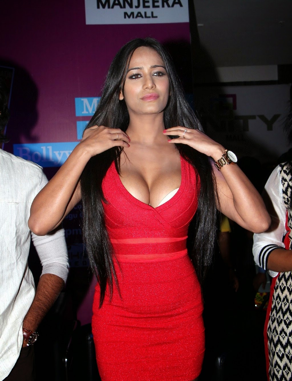 Indian Sexy Actress Poonam Pandey Hot Cleavage Gallery 241 Photos ...