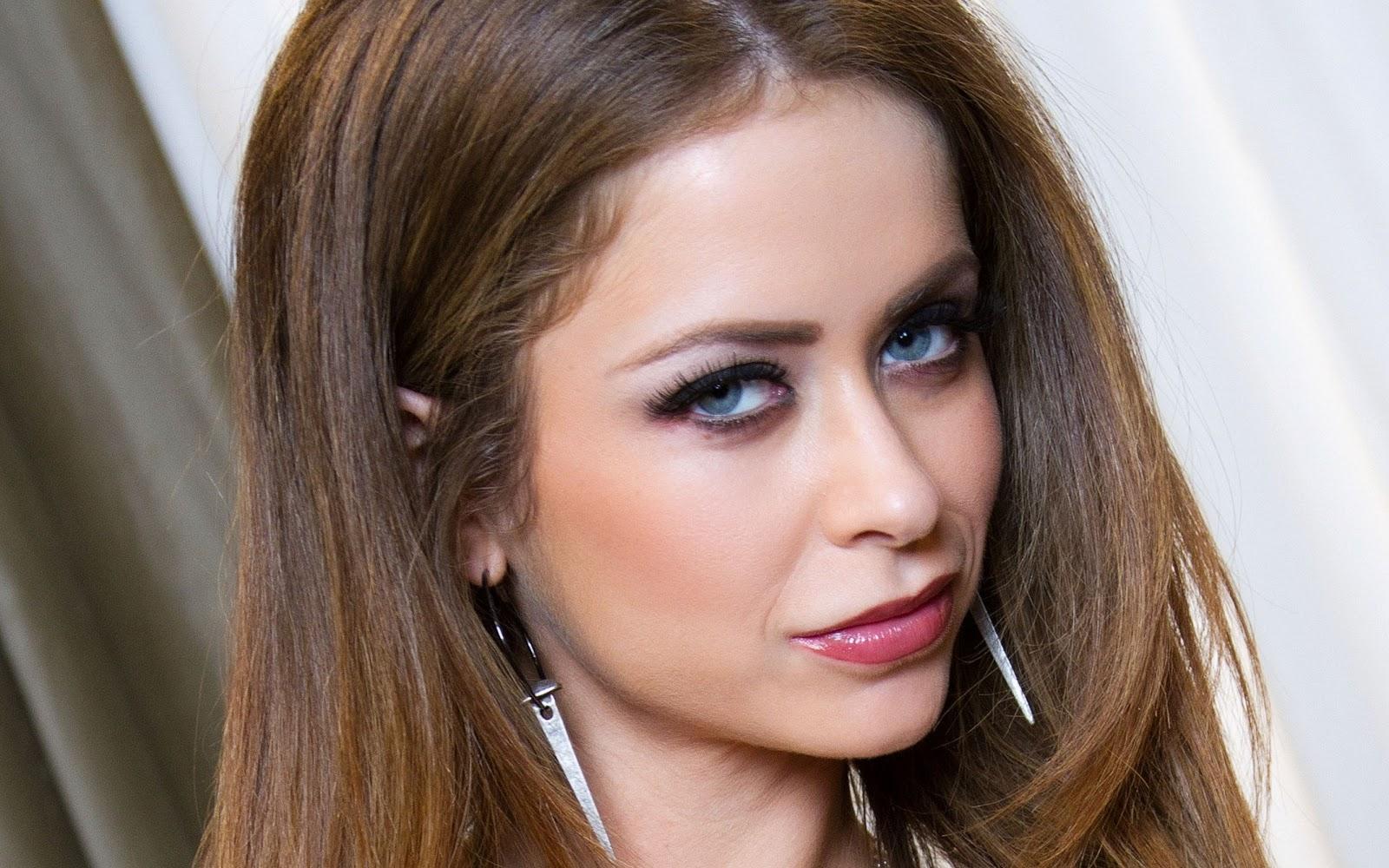 Emily Addison Biography and Photos - Girls Idols