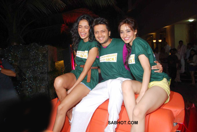 Sarah Jane Dias , Neha Sharma in shorts - Sarah Jane Dias & Neha Sharma at Kyaa Super Kool Hain Hum party pics