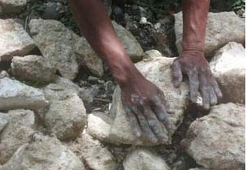 Ketika Rasulullah Mencium Tangan Tukang Batu