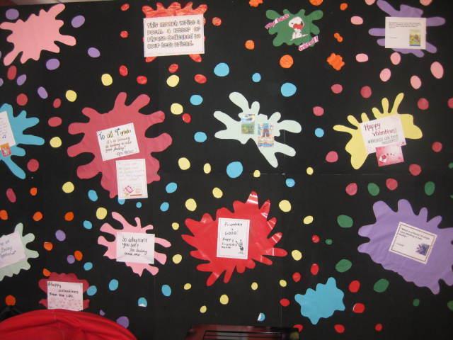 Murales educativos mes de la amistad for Como pegar papel mural