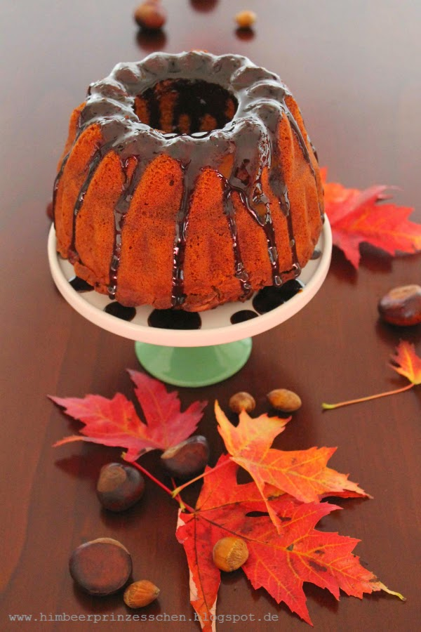 Blätter Herbst Kastanie Haselnüsse Tortenplatte Guglhupf Apfel