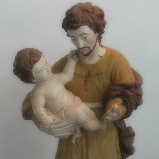 São José com o Menino Jesus, no Museu Missioneiro de São Borja. Escultura em madeira cedro.