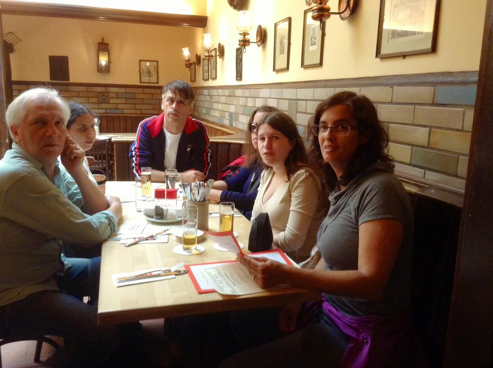 Fotografia dos participantes no restaurante Führ, em Colonia