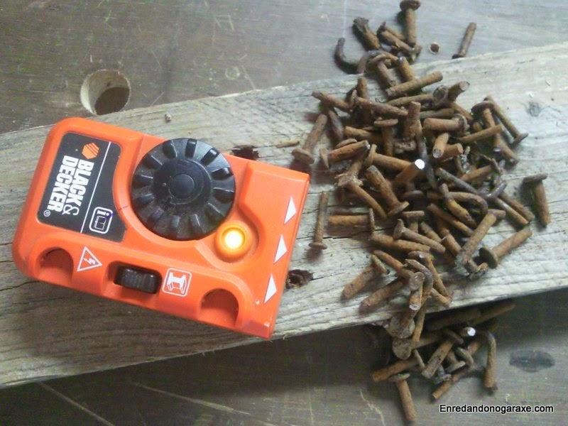 Detector de metales para encontrar clavos ocultos. Enredandonogaraxe.com