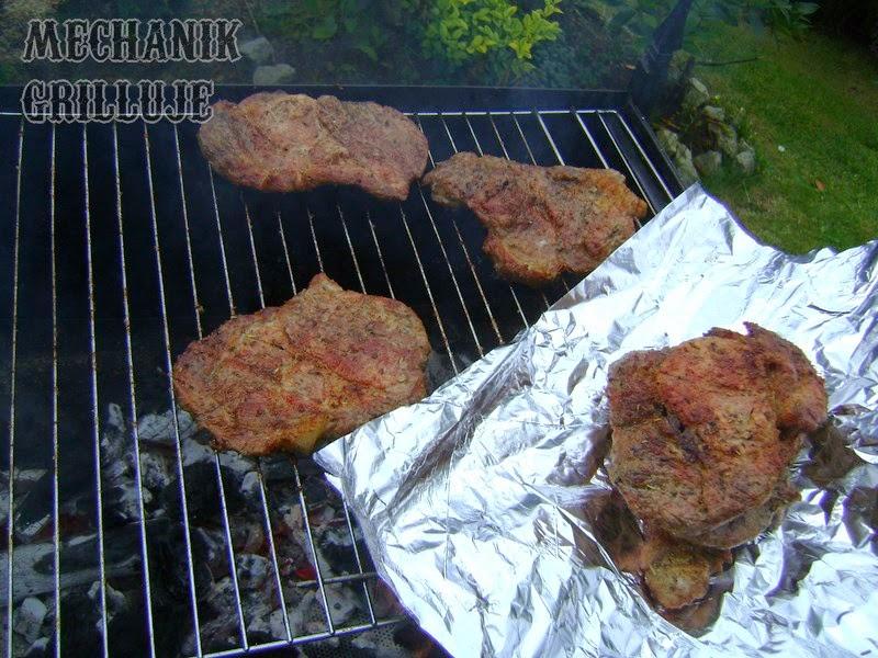Pieczenie smażenie wypiekanie karczku karkówki wieprzowej mechanik grilluje