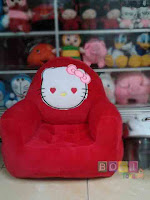 Kursi sofa Boneka Hello Kitty warna Merah