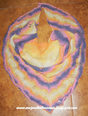 http://mojerobotkowanie.blogspot.com/2012/09/kolorowy-zawrot-gowy-otulacz.html