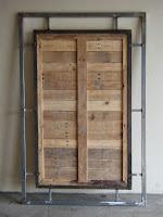 Verso do painel de madeira