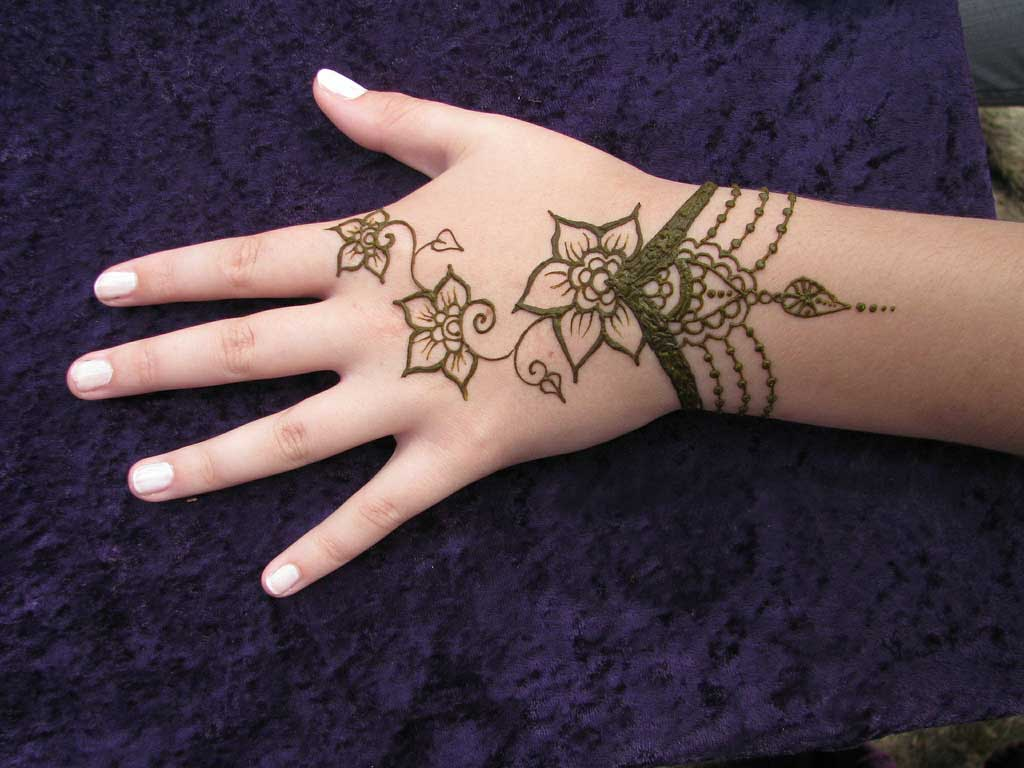 Hand Mehndi Easy Design : Bangladeshi simple mehandi design for hands rong