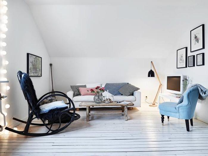 Apartamento con suelo de parquet blanco sofa sillon y mercedora