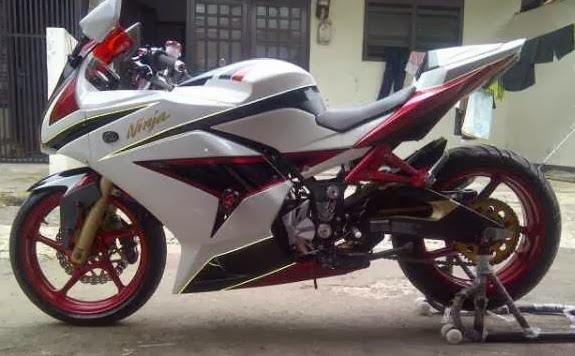 Kawasaki Ninja 250 Full Modifikasi Branded Yamaha R6