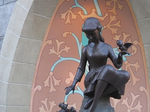 Evil geniuss guide to disneyland if you dont know now you know here is the statue in question voltagebd Gallery
