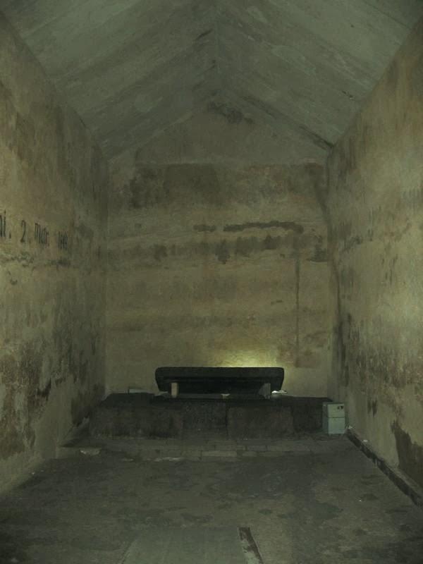 En el interior de la piramide de kefr n for Interior de una piramide