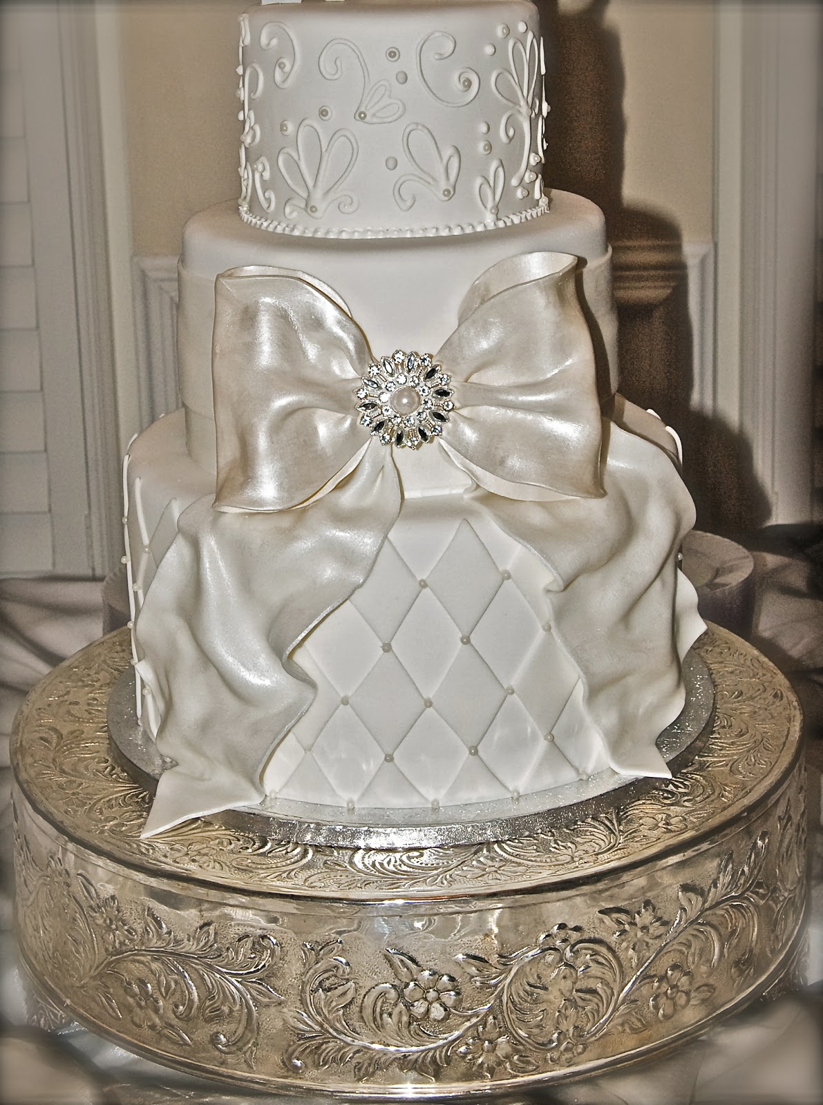 Big Wedding Cake Images : The Good Apple: Big Bow Wedding Cake