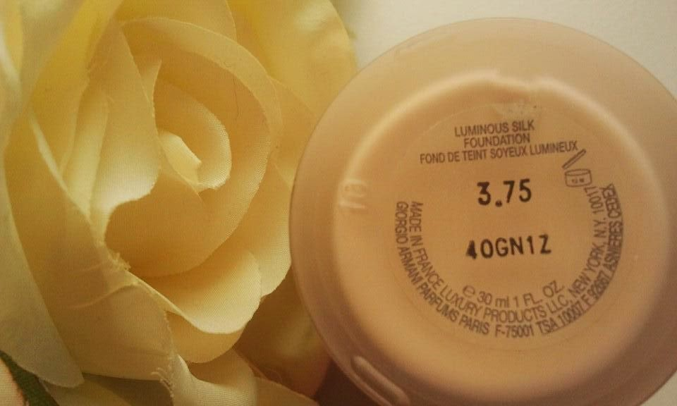 Giorgio-Armani-Luminous-Silk-Foundation-with-roses-on-my-table-colour-3.75