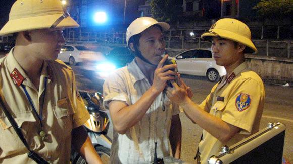 Mức phạt cho xe máy khi lái xe uống rượu - sử dụng ma túy