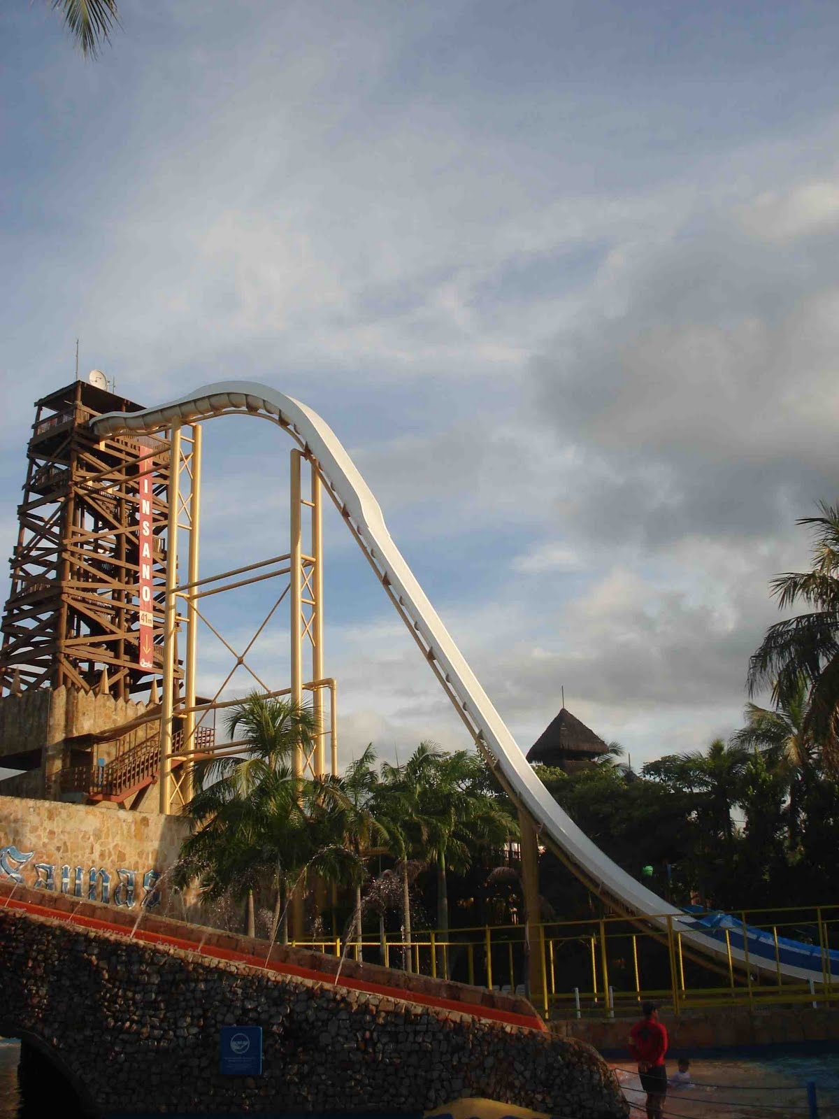 Speed roughly 105 kmh -- 65 Biggest Waterslide In The World 2012