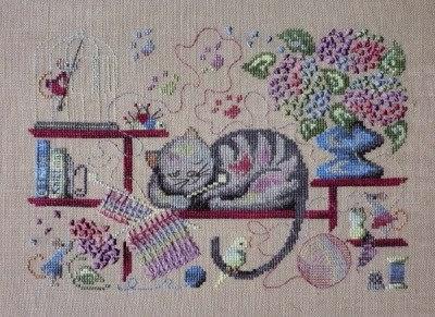 """Забавная вышивка """"Кошка - рукодельница"""" со схемой"""